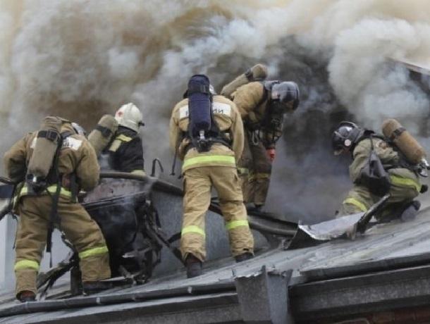 Под Шахтами в страшном пожаре сгорел человек