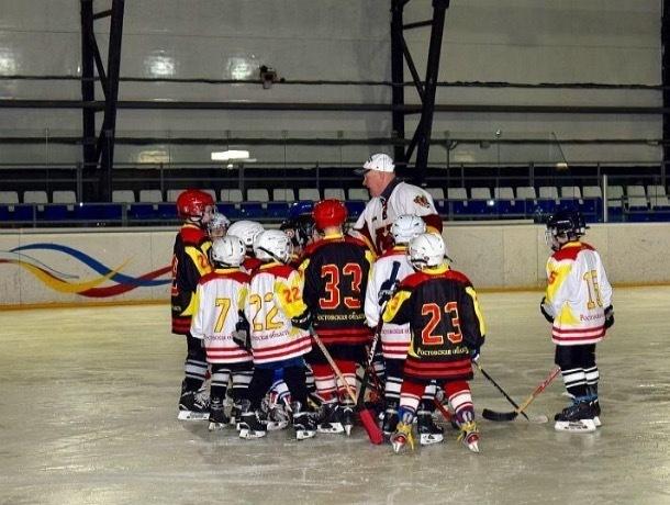 Никто не сыграет в хоккей: шахтинцы снова без Ледового дворца