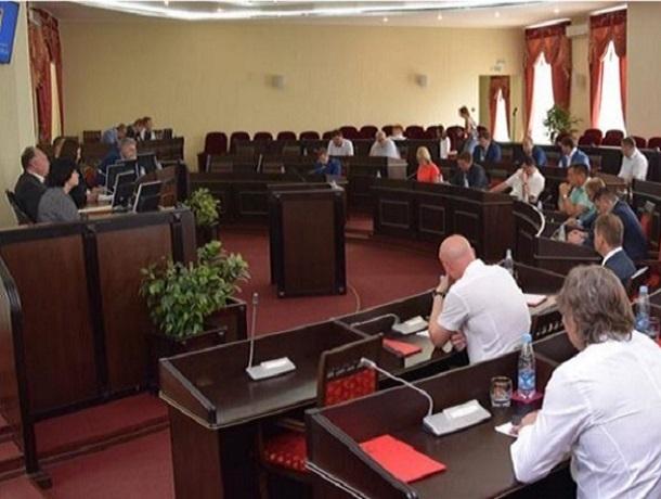 Пять шахтинских депутатов лишились мандатов из-за утаивания доходов