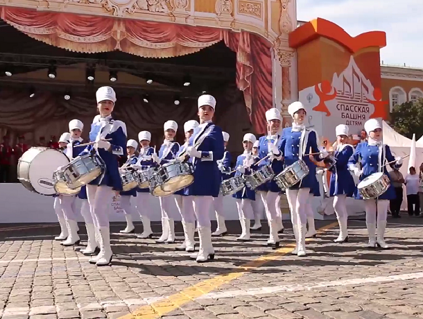 Шахтинские «жемчужины» прошли по Красной площади в Москве