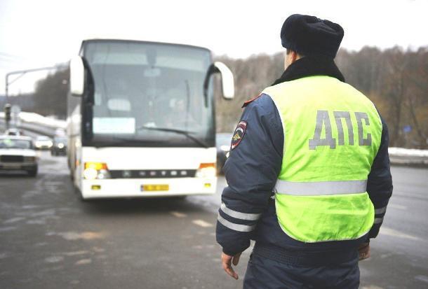 В Шахтах инспекторы ГИБДД проверяли автобусы