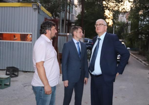 «Сдвинули сроки, чтобы сохранить качество»: о восстановительных работах на Хабарова в Шахтах