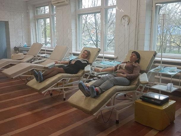 Десятки жителей Шахт поделились кровью в День донора