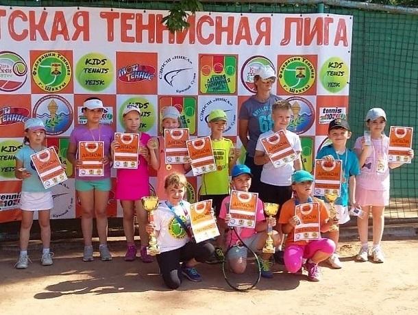 Полина Тихонова и Ульяна Алексеева завоевали «золото» в соревнованиях по теннису