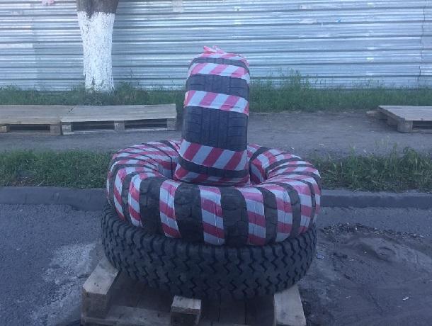 К празднику ямы на дорогах в Шахтах закрыли шинами