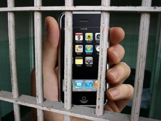 Восемь сотовых телефонов пытался перебросить в шахтинскую колонию 23-летний ростовчанин