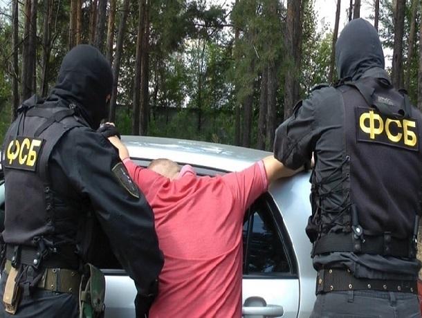 Взятку в 200 тысяч рублей предложили шахтинцы полицейскому за возврат арестованной машины и 15 тысяч сигарет