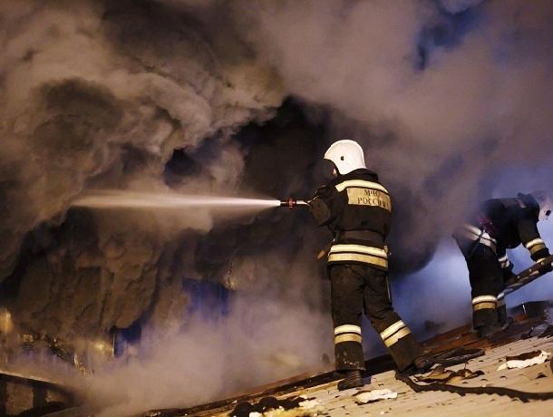 Сгорел дом в переулке Книжном в Шахтах