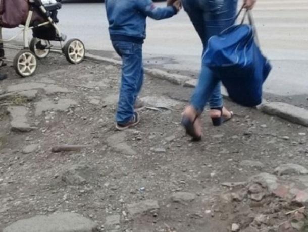 Парадокс: подойти к пешеходному переходу в Шахтах можно только по проезжей части