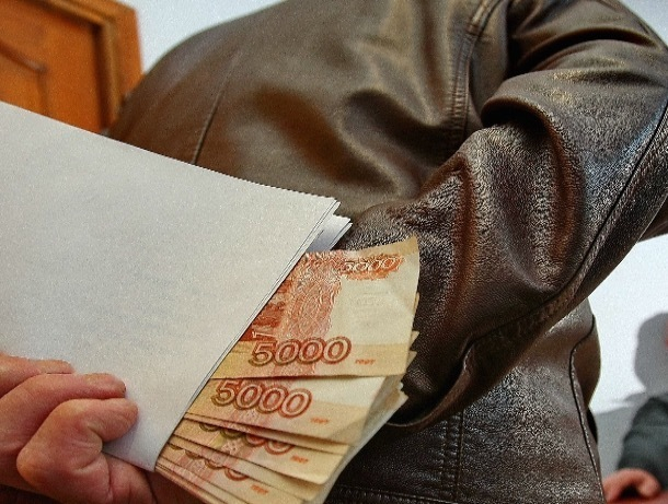 Бывшему замглаве администрации Шахт грозит до семи лет за посредничество в передаче взяток