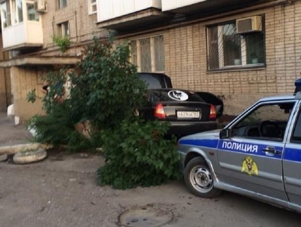 Стена многоэтажки остановила пьяного водителя в Шахтах