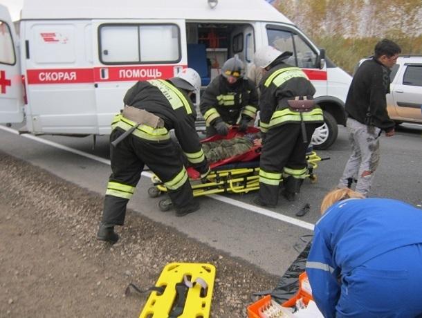 Семья, отец и две дочери, погибли в аварии недалеко от Шахт