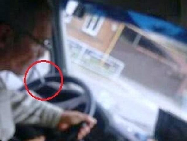 «Курил за рулем и грубил пассажирам», - жалуются шахтинцы на водителя маршрутки
