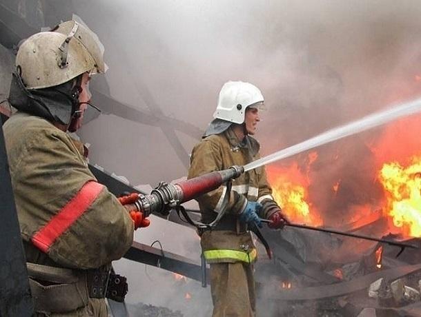 В пожаре под Шахтами погиб человек