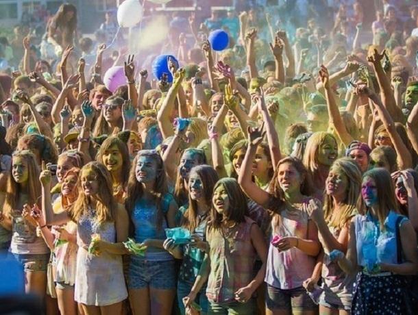 В Шахтах прошел фестиваль красок