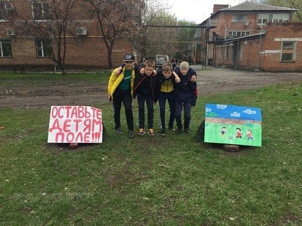 Судьбу футбольного поля в посёлке Машзавод снова обсудят в Шахтах