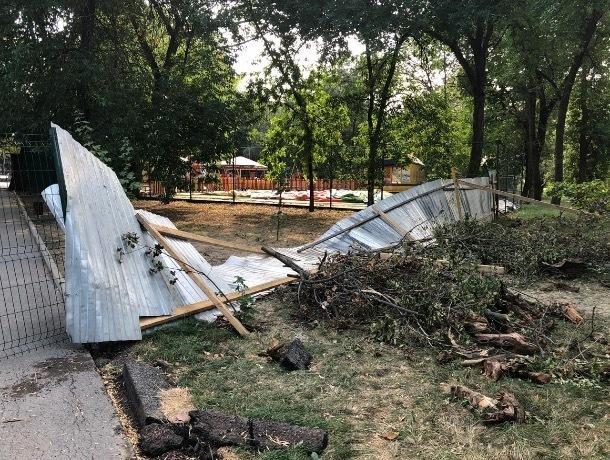 Что происходит за открытым забором закрытого парка в Шахтах