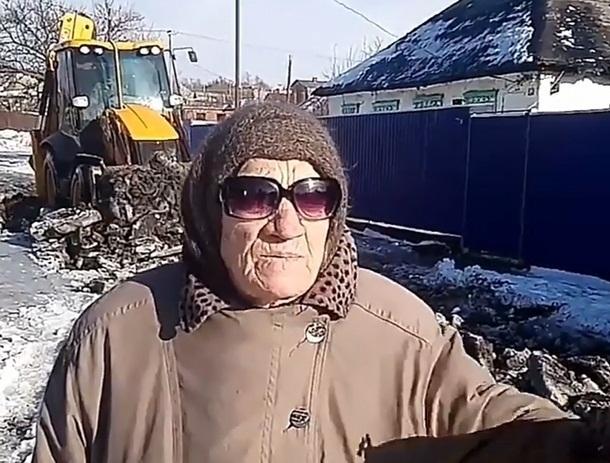 Шахтинец сделал работу за администрацию: нанял трактор для расчистки улицы