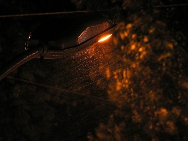Вкрутить лампочку в фонари на Текстильной шахтинцам пообещали в течение года