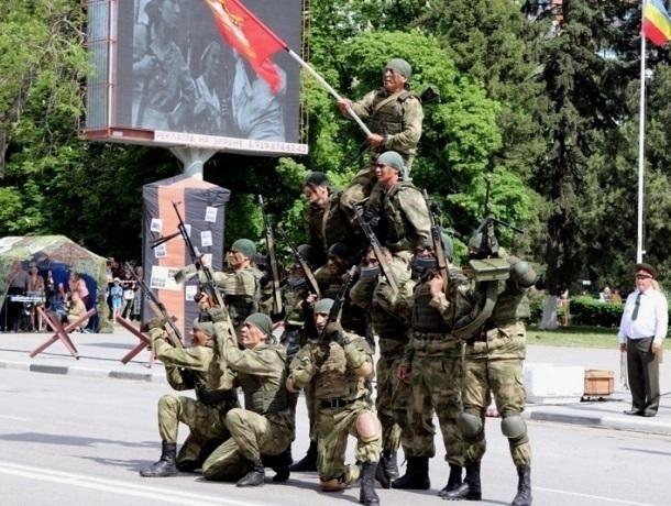 В Шахтах прошел парад Победы