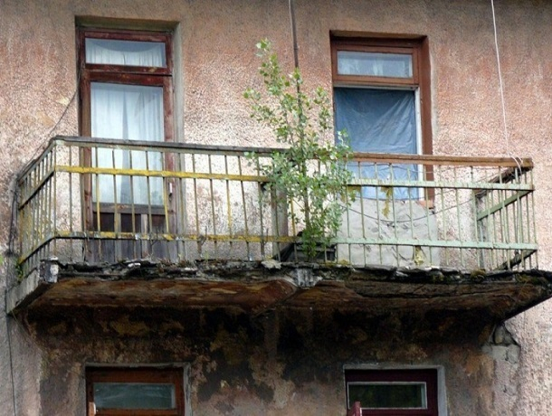 В Шахтах планируют выкупать нежилые помещения в аварийных домах