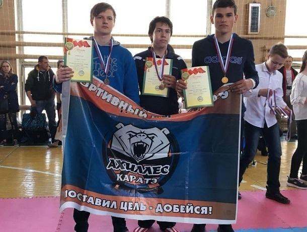 Двенадцать медалей привезли шахтинские каратисты с Кубка атамана М. И. Платова