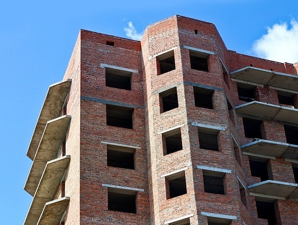 Руководителей двух строительных фирм в Шахтах обвинили в краже из бюджета более чем 15 млн рублей