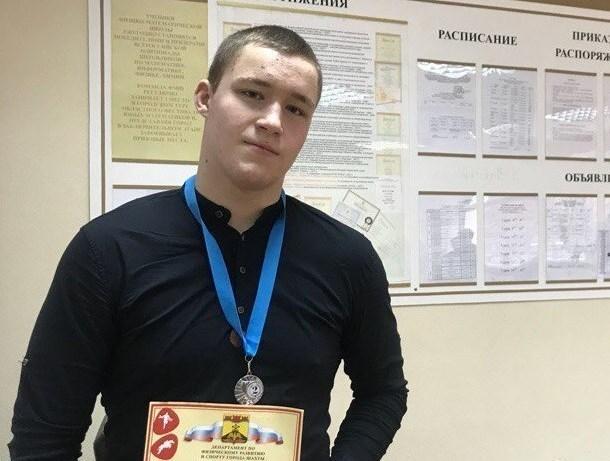 Шахтинец завоевал «серебро» на соревнованиях по греко-римской борьбе