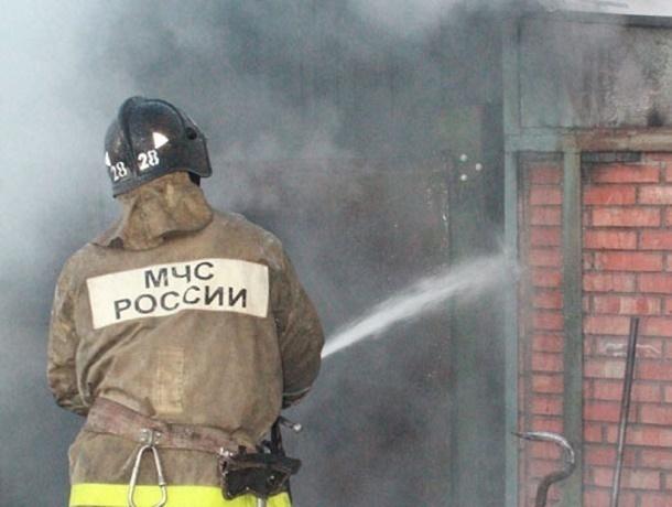 В Шахтах на улице Советской горели гаражи