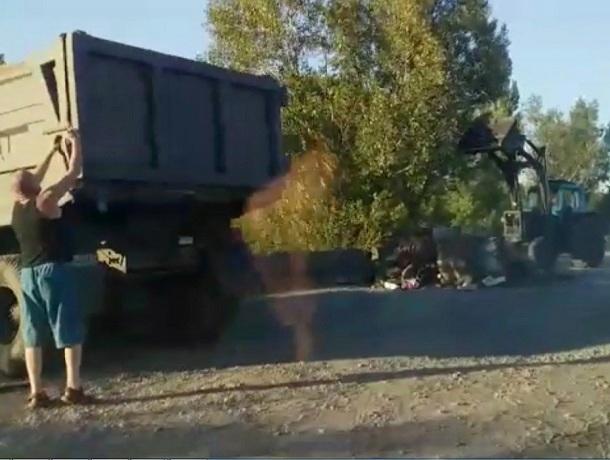 После публикации в «Блокноте Шахты» убрали муcор с дороги в посёлке Аюта