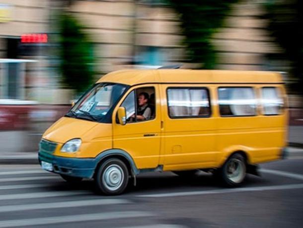 Шахтинские «шумахеры» на маршрутках возмутили местных жителей
