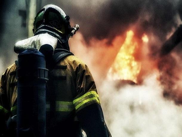 Двухэтажный дом сгорел в субботу в Шахтах