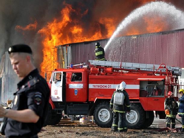 Большой продуктовый магазин сгорел под Шахтами