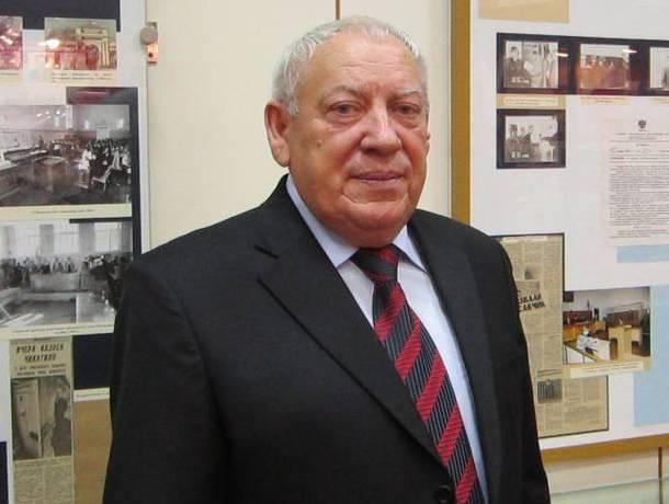 На 71 году жизни скончался Виктор Бураков - следователь, поймавший шахтинского Чикатило