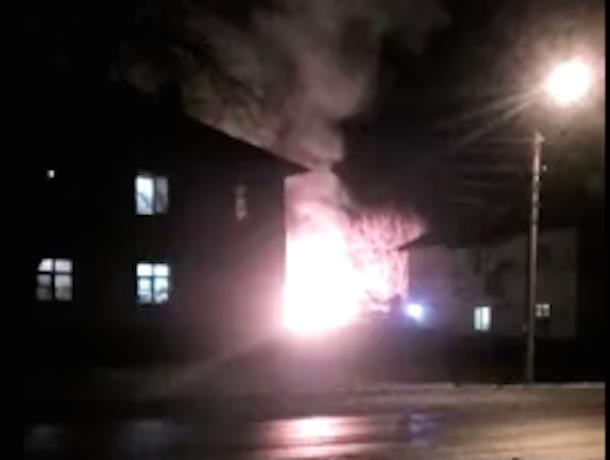 Под Шахтами произошел крупный пожар – загорелись летние кухни