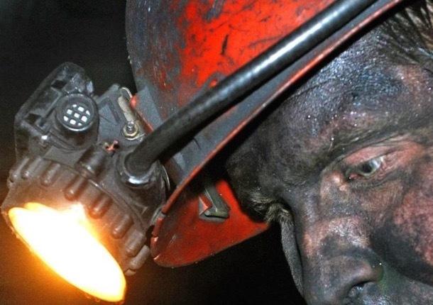 Шахтинские горноспасатели выехали на помощь заблокированным под землей луганским шахтерам