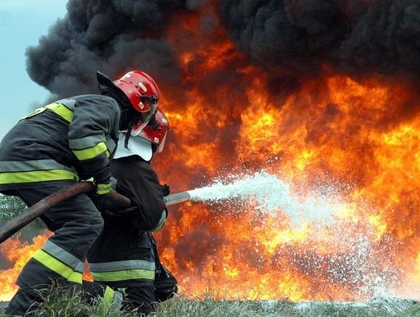 Автомобиль «Нисан Альмера» сгорел в собственном гараже в Шахтах