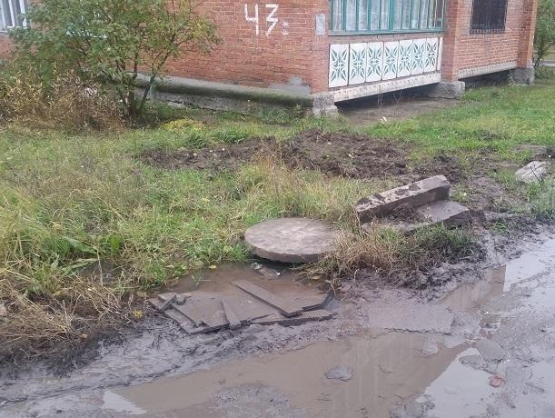 «Мы вынуждены ходить по болотам и ездить в окружении чудо-веток», - возмущена качеством ремонта жительница Шахт