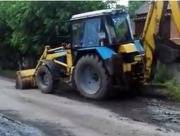 Постоянный ремонт одного и того же участка водопровода вызвал гнев у жителей Аюты в Шахтах