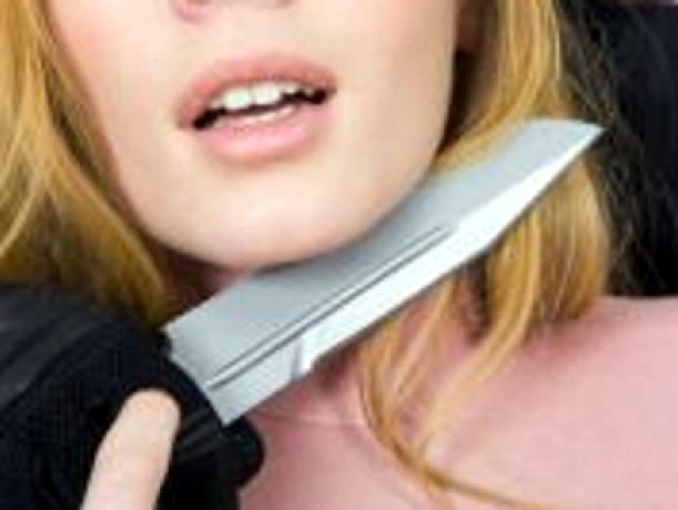 Пьяный житель Шахт  представил нож к горлу жены и угрожал убить