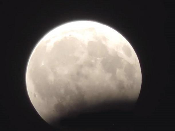 Уфологи обнаружили сотни НЛО вовремя лунного затмения