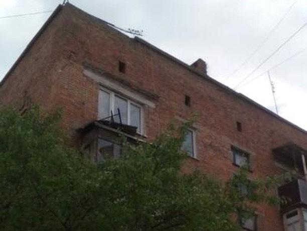 С высоты пятого этажа рухнул бетонный балкон в Шахтах
