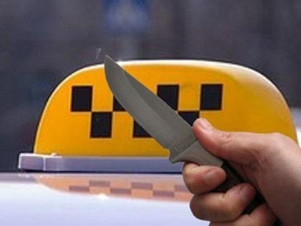 Двое мужчин, угрожая ножом, напали на женщину-таксиста в Каменоломнях под Шахтами