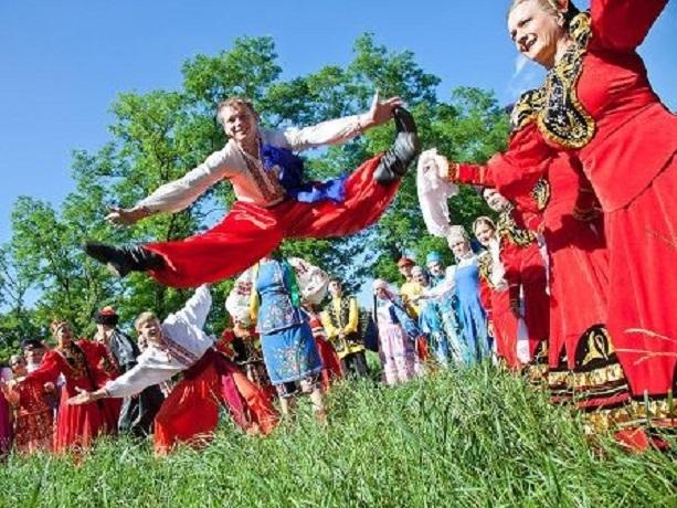 Восемь творческих коллективов из Шахт выступят на ЧМ в Ростове