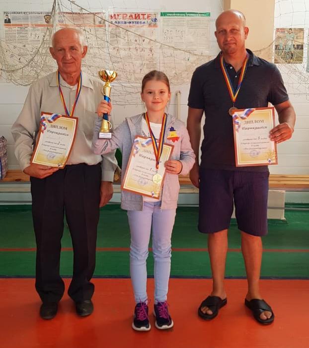 Десятилетняя шахтинка обыграла в русские шашки взрослых мастеров и теперь поедет на чемпионат мира в Турцию