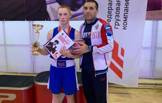 Шахтинский боксер победил во всех поединках на соревнованиях