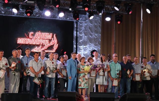 Глава шахтинской администрации спел дуэтом с Юлией Савичевой на закрытой вечеринке