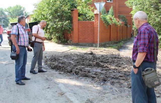 Общественники проехали по местам устранения порывов водопровода в Шахтах