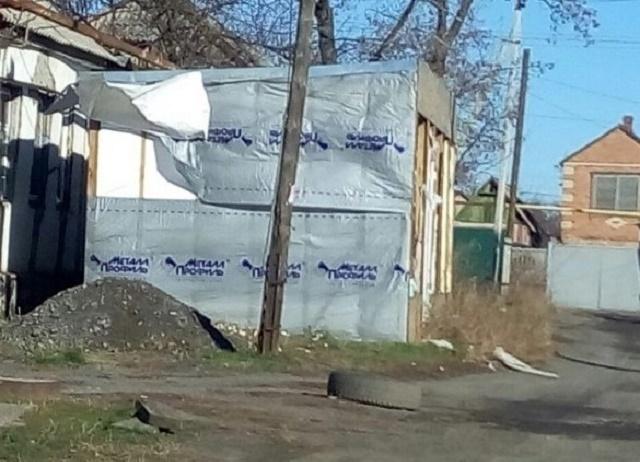 В Шахах демонтировали незаконный торговый павильон