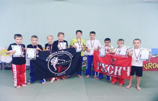 Шахтинские спортсмены стали призерами турнира по кикбоксингу